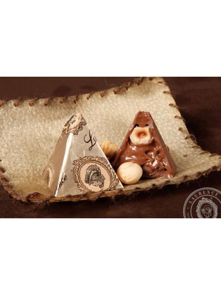 Конфета Пирамида молочный шоколад Laurence